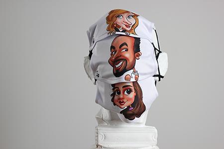 Statue (buste) avec plusieurs masques protection personnalisé avec les caricatures. Masques personnalisés blancs avec la caricature.